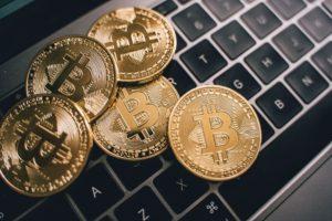 Des cryptomonnaies sur un clavier